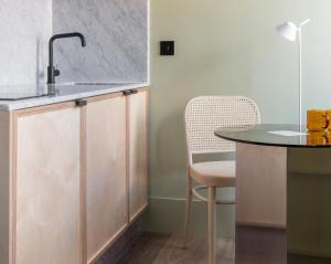 A kitchen or kitchenette at Locke at Broken Wharf