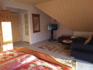 Ein Bett oder Betten in einem Zimmer der Unterkunft Die Ferienwohnung Lindenhof