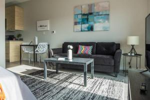 A seating area at Simple and Walkable Studio Apt in Capitol View South