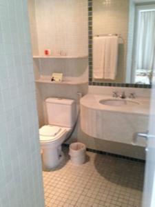 Um banheiro em Flat em Moema