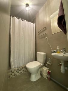 A bathroom at Студия ЛОФТ
