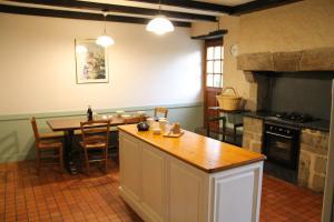 Cuisine ou kitchenette dans l'établissement Proche Puy du Fou - Roches Blanches