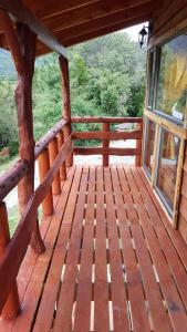 Un balcón o terraza de Cabañas Cercanas a Puerto Montt