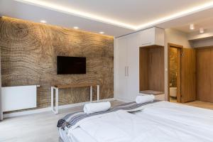 A bed or beds in a room at Royal Hill Residence