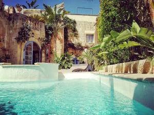 The swimming pool at or near Il Kiostro