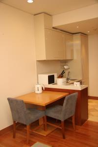 Кухня или мини-кухня в Somerset Palace Seoul