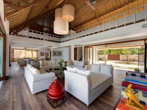 A seating area at Villa Voyage
