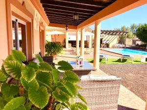 Chalet with pool Villa Oliva
