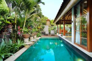 The swimming pool at or near Aradhana Villas by Ekosistem