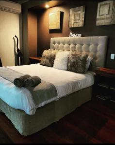 A bed or beds in a room at Treetops Retreat Cairns