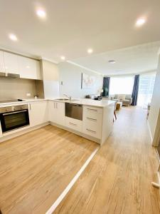 A kitchen or kitchenette at Kirra Beach Apartments