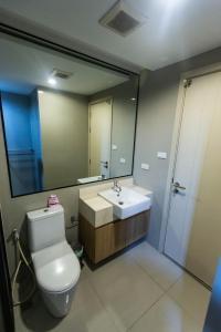 Ванная комната в The Chezz by Patsamon