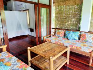 A seating area at Surfing Carabao Beach Houses