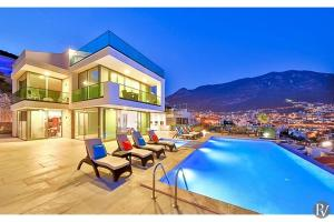 The swimming pool at or near Kalkan Villa Sleeps 10 with Pool Air Con and WiFi