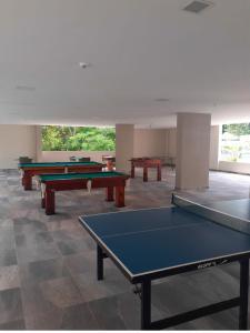 Table tennis facilities at Flat no Hotel Park Veredas apto107 or nearby