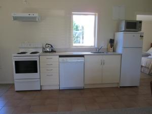 A kitchen or kitchenette at Gladstone Cottage