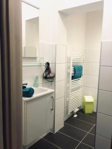 Ein Badezimmer in der Unterkunft Schlafen wie Zuhause Avianaart Monteur und Ferienwohnung