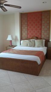 Кровать или кровати в номере Butterfly Garden Boutique Residence by Frasier