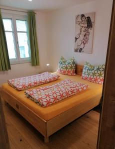 Ein Bett oder Betten in einem Zimmer der Unterkunft Apartments Haus Morgensonne