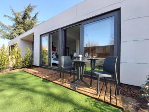 Acero y Piedra Apartamentos con jardín