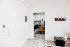 A kitchen or kitchenette at KNL Luxury Apartment