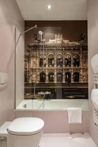 A bathroom at Starlight Suiten Hotel Salzgries