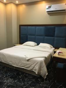 سرير أو أسرّة في غرفة في البوفارديا للأجنحة المفروشة