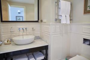 A bathroom at Dom Solntsa in Krasnaya Polyana Apartments