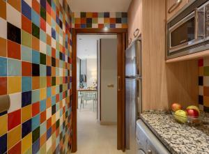 Кухня или мини-кухня в Apartamentos Suites Oficentro