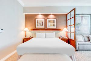 A bed or beds in a room at Jet Luxury at The Signature Condo Hotel