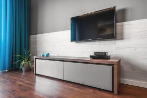 Telewizja i/lub zestaw kina domowego w obiekcie Apartament Przy Morzu