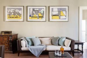 Ein Sitzbereich in der Unterkunft Kensington - 3 Bedroom - Family Flat
