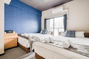 เตียงในห้องที่ ALZA Fukushima AFP Apartment
