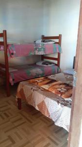 A bunk bed or bunk beds in a room at Casa de praia com piscina