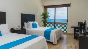 A bed or beds in a room at Sea View - Ocean Front Only