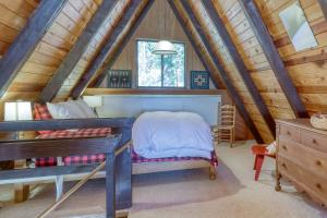 A bed or beds in a room at Heavenly Daze
