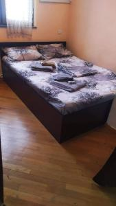 A bed or beds in a room at Sara&Aram Apartments