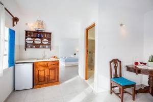 A kitchen or kitchenette at Annio Flats