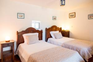 A bed or beds in a room at Quinta Da Aldeia