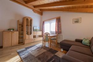 Ein Sitzbereich in der Unterkunft Ferienheim Gabi