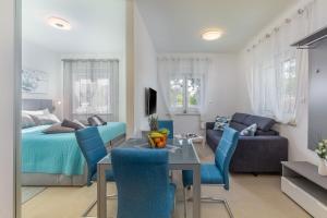 A seating area at eVita Fazana Premium Studio Apartments