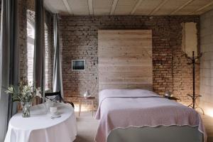 Ein Bett oder Betten in einem Zimmer der Unterkunft Apartment im Kranich Hotel