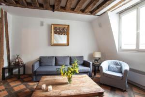 A seating area at Gregoire Apartment