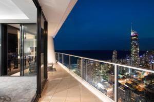 A balcony or terrace at Circle | 2, 3, 4 & 5 Bedroom SkyHomes & Sub Penthouses by Gold Coast Holidays