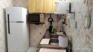 A kitchen or kitchenette at Apartamento 3 quartos Campo Grande Vista Mar