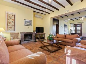 Cozy Holiday Home in Fuente de Piedra with Swimming Pool