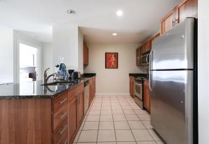 A kitchen or kitchenette at Global Luxury Suites Mass General Hospital