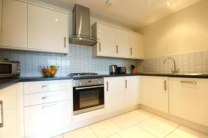 A kitchen or kitchenette at Lodge Drive Serviced Apartments