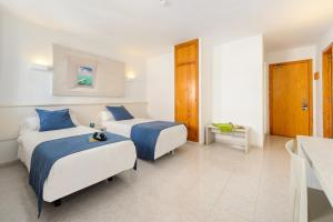 A bed or beds in a room at Apartamentos Panoramic