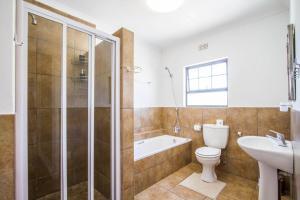 A bathroom at El Dorado Hotel and Self Catering